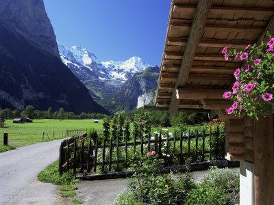 https://imgc.allpostersimages.com/img/posters/view-to-the-breithorn-lauterbrunnen-bern-swiss-alps-switzerland_u-L-P1TFYX0.jpg?p=0