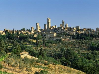https://imgc.allpostersimages.com/img/posters/view-to-town-across-agricultural-landscape-san-gimignano-tuscany-italy_u-L-P1TG8O0.jpg?p=0