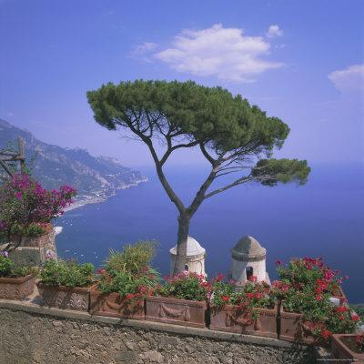 https://imgc.allpostersimages.com/img/posters/villa-rufolo-ravello-costiera-amalfitana-amalfi-coast-campania-italy_u-L-P2QVUV0.jpg?p=0