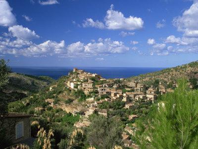 https://imgc.allpostersimages.com/img/posters/village-of-deya-mallorca-balearic-islands-spain-mediterranean-europe_u-L-P7XIZW0.jpg?p=0