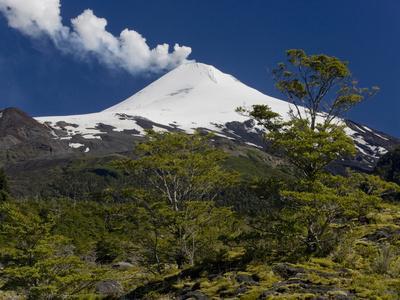 https://imgc.allpostersimages.com/img/posters/villarrica-volcano-villarrica-national-park-chile_u-L-PHAVTC0.jpg?p=0