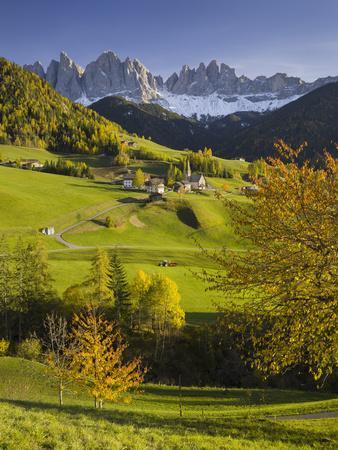 https://imgc.allpostersimages.com/img/posters/villnshss-valley-santa-maddalena-geisler-group-gruppo-delle-odle-south-tyrol_u-L-Q11YQTX0.jpg?artPerspective=n