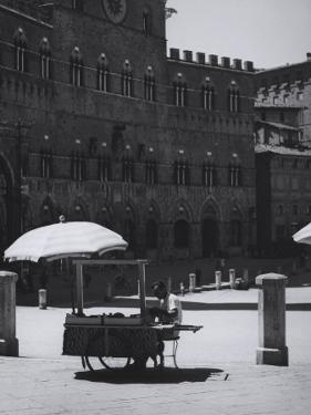 Peddler in the Campo Square in Siena by Vincenzo Balocchi