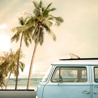 https://imgc.allpostersimages.com/img/posters/vintage-car-parked-on-the-tropical-beach-seaside-with-a-surfboard-on-the-roof_u-L-Q19YRSJ0.jpg?p=0