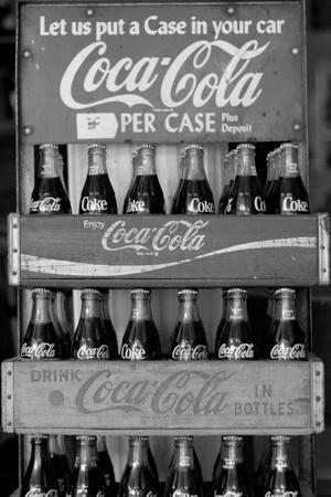 https://imgc.allpostersimages.com/img/posters/vintage-coca-cola-bottle-cases-black-white-photo-poster_u-L-Q19E2GZ0.jpg?p=0