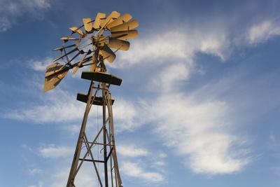 https://imgc.allpostersimages.com/img/posters/vintage-farm-windmills-at-sunset-elk-city-oklahoma-usa_u-L-PN6VLA0.jpg?p=0