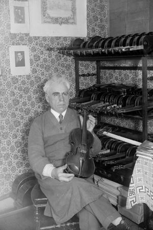 https://imgc.allpostersimages.com/img/posters/violin-maker-1930s_u-L-Q106II60.jpg?p=0