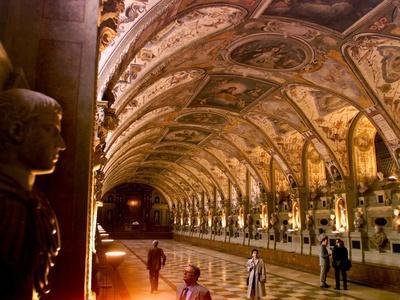 https://imgc.allpostersimages.com/img/posters/visitors-examine-the-sculptures-and-frescoes-of-the-antiquarium-hall-in-munich-germany_u-L-Q10OT560.jpg?p=0