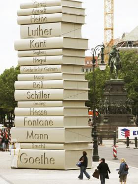 """Visitors Look at a Sculpture Erected by the Initiative """"Germany - Land of Ideas"""""""