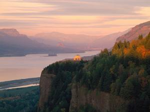 Vista House on Crown Point at Columbia River, Tom McCall Nature Preserve, Columbia River Gorge N...