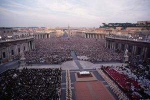 Crowds in Saint Peter's Square by Vittoriano Rastelli