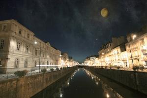 Awalking To the Moon by Viviane Fedieu Daniel