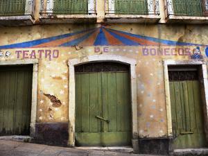 Old Puppet Theatre at Rua Do Giz by Viviane Ponti