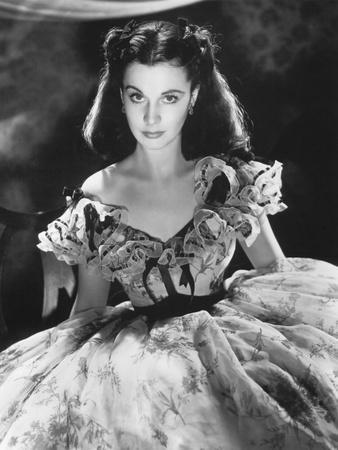https://imgc.allpostersimages.com/img/posters/vivien-leigh-gone-with-the-wind-directed-by-victor-fleming-1939-b-w-photo_u-L-Q1C3UN50.jpg?artPerspective=n