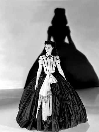 https://imgc.allpostersimages.com/img/posters/vivien-leigh-gone-with-the-wind-directed-by-victor-fleming-1939-b-w-photo_u-L-Q1C3UQJ0.jpg?artPerspective=n