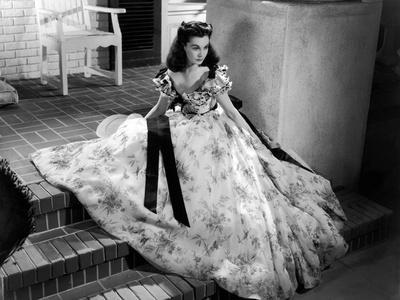 https://imgc.allpostersimages.com/img/posters/vivien-leigh-gone-with-the-wind-directed-by-victor-fleming-1939-b-w-photo_u-L-Q1C3URN0.jpg?artPerspective=n