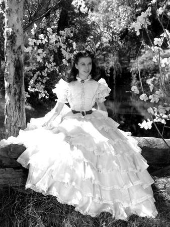 https://imgc.allpostersimages.com/img/posters/vivien-leigh-gone-with-the-wind-directed-by-victor-fleming-1939-b-w-photo_u-L-Q1C3UYT0.jpg?artPerspective=n