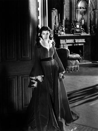 https://imgc.allpostersimages.com/img/posters/vivien-leigh-gone-with-the-wind-directed-by-victor-fleming-1939-b-w-photo_u-L-Q1C45VI0.jpg?artPerspective=n
