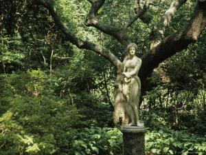 Statue of Virginia Dare at the Elizabethan Gardens by Vlad Kharitonov