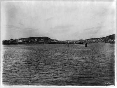https://imgc.allpostersimages.com/img/posters/vladivostok-panoramic-view-from-harbor_u-L-PTTJ520.jpg?p=0