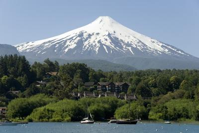 https://imgc.allpostersimages.com/img/posters/volcan-villarrica-and-lao-villarrica-at-pucon-lakes-district-southern-chile-south-america_u-L-PQ8R1N0.jpg?p=0