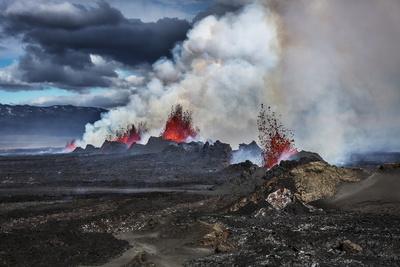 https://imgc.allpostersimages.com/img/posters/volcano-eruption-at-the-holuhraun-fissure-near-bardarbunga-volcano-iceland_u-L-PZS4Z40.jpg?p=0