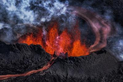 https://imgc.allpostersimages.com/img/posters/volcano-eruption-at-the-holuhraun-fissure-near-bardarbunga-volcano-iceland_u-L-PZSAPL0.jpg?p=0