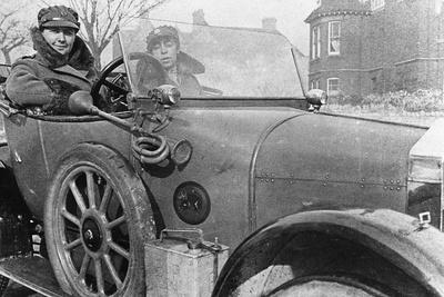 https://imgc.allpostersimages.com/img/posters/volunteer-women-drivers-in-a-wolseley-donated-towards-the-war-effort-cambridge-world-war-i-1915_u-L-PTXW8F0.jpg?p=0