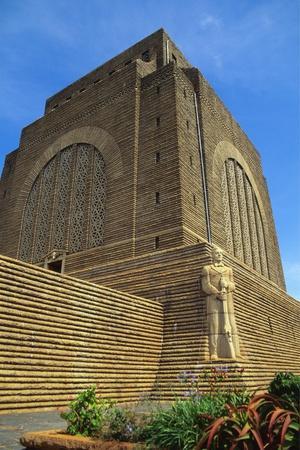 https://imgc.allpostersimages.com/img/posters/voortrekker-monument-pretoria-south-africa_u-L-PNGIMS0.jpg?p=0