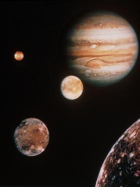 Voyager Mosaic of Jupiter & Its 4 Galilean Moons