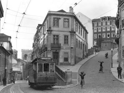 A study in street angles in the eastern part of Lisbon.