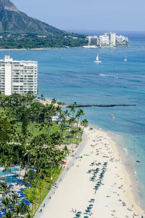 https://imgc.allpostersimages.com/img/posters/waikiki-beach-and-diamond-head-waikiki-honolulu-oahu-hawaii-united-states-of-america-pacific_u-L-PWFJ7N0.jpg?p=0