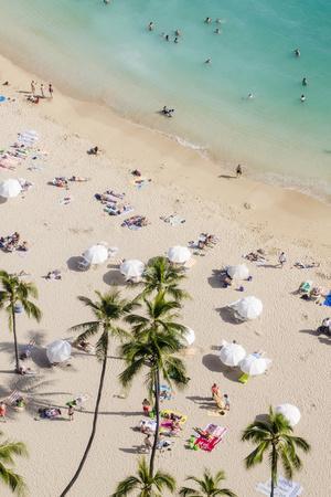 https://imgc.allpostersimages.com/img/posters/waikiki-beach-waikiki-honolulu-oahu-hawaii-united-states-of-america-pacific_u-L-PXXQC60.jpg?p=0