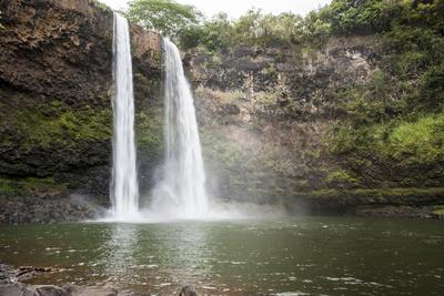 https://imgc.allpostersimages.com/img/posters/wailua-falls-kauai-hawaii-united-states-of-america-pacific_u-L-PWFIIZ0.jpg?p=0