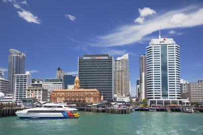 https://imgc.allpostersimages.com/img/posters/waitemata-harbour-and-waterfront-auckland-north-island-new-zealand-pacific_u-L-PQ8MUB0.jpg?artPerspective=n