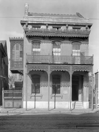 Cast iron grillwork house near Lee Circle on Saint Charles Avenue, New Orleans, Louisiana, 1936
