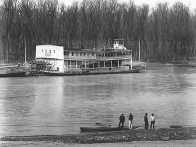 Ferry and river men in Vicksburg, Mississippi, 1936 by Walker Evans