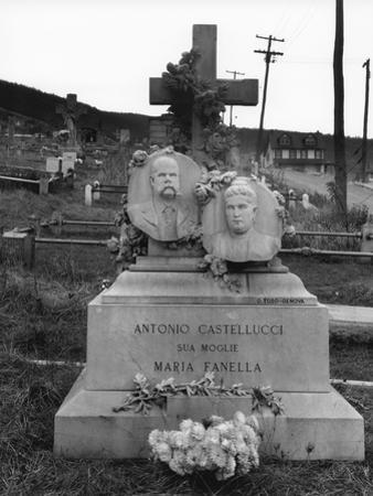 Gravestone in Bethlehem graveyard, Pennsylvania, 1935 by Walker Evans