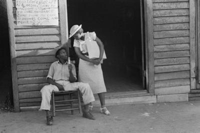 Sidewalk scene in Alabama, 1936 by Walker Evans