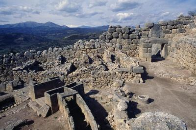 https://imgc.allpostersimages.com/img/posters/wall-of-the-royal-tombs-mycenae_u-L-PPQDDJ0.jpg?p=0