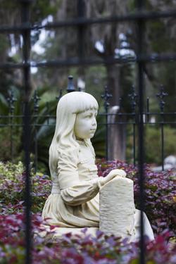 Georgia, Savannah, Bonaventure Cemetery, Monument to Little Gracie by Walter Bibikow