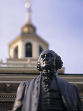 Statue of George Washington, Philadelphia, Pennsylvania, USA by Walter Bibikow