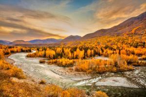 Hemu River Valley by Wan Ru Chen