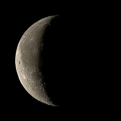 https://imgc.allpostersimages.com/img/posters/waning-crescent-moon_u-L-PKUKLO0.jpg?artPerspective=n