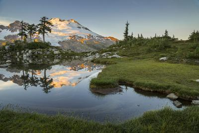 https://imgc.allpostersimages.com/img/posters/washington-mt-baker-reflecting-in-a-tarn-on-park-butte_u-L-Q12T06T0.jpg?p=0