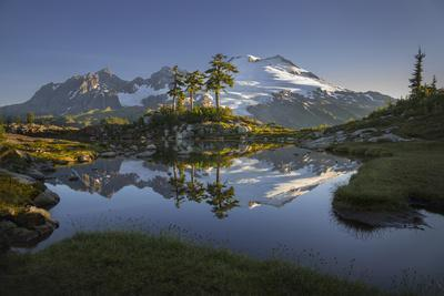 https://imgc.allpostersimages.com/img/posters/washington-mt-baker-reflecting-in-a-tarn-on-park-butte_u-L-Q12T07C0.jpg?p=0