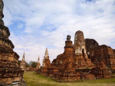 https://imgc.allpostersimages.com/img/posters/wat-chaiwatthanaram-ayutthaya-historical-park-thailand_u-L-PHAJTW0.jpg?artPerspective=n