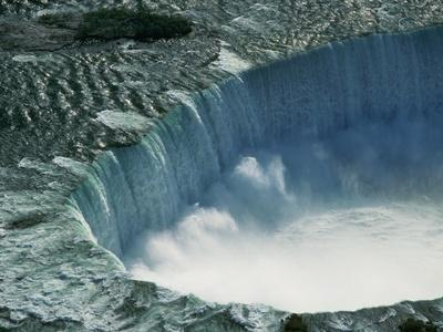 https://imgc.allpostersimages.com/img/posters/water-rushing-over-horseshoe-falls_u-L-PZKNQC0.jpg?p=0