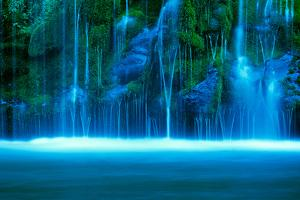 Waterfall on a cliff, Mossbrae Falls, Sacramento River, Shasta Cascade, Dunsmuir, California, USA