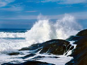 Waves crashing against rocks at Pirate Cove, Oregon Coast, Lincoln County, Oregon, USA